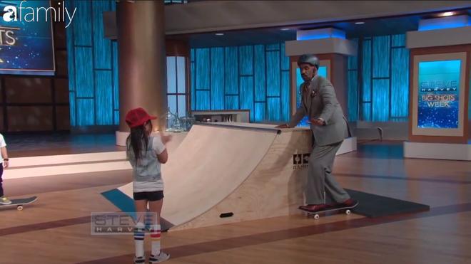 Ai cũng thót tim khi xem cô bé 8 tuổi cùng em trai trượt ván đầy mạo hiểm - Ảnh 8.