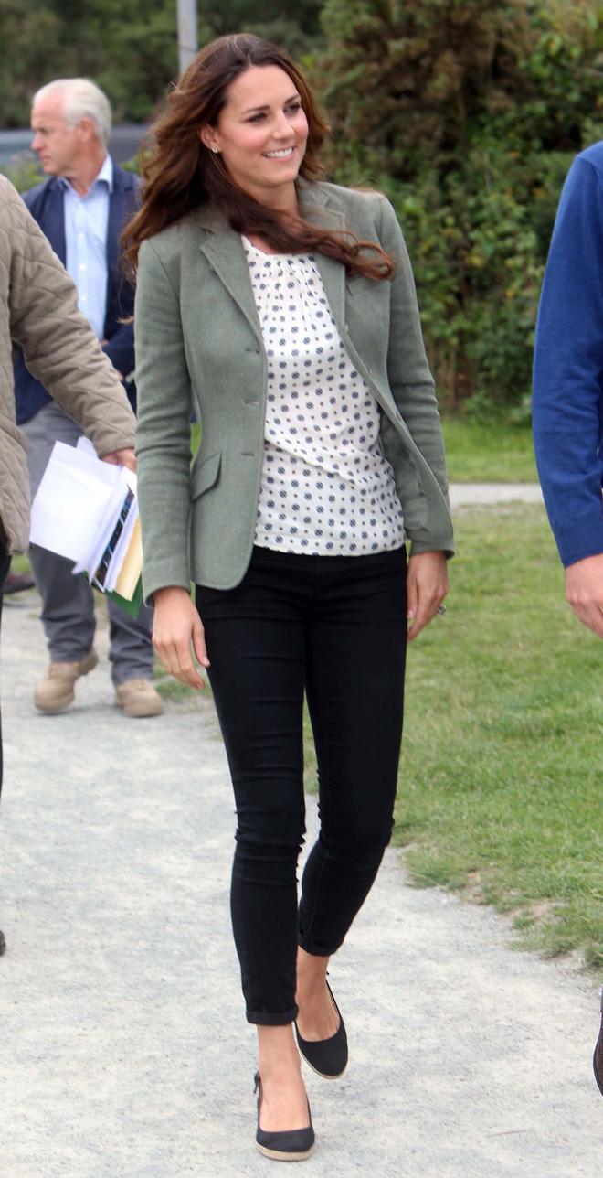 Trong các nhân vật Hoàng Gia liệu có ai có phong cách bình dân, gần gũi như Công nương Kate - Ảnh 4.