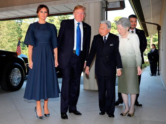 Phu nhân Melania Trump chịu chi hơn 1 tỷ cho váy áo trong chuyến công du 3 nước châu Á - Ảnh 14.