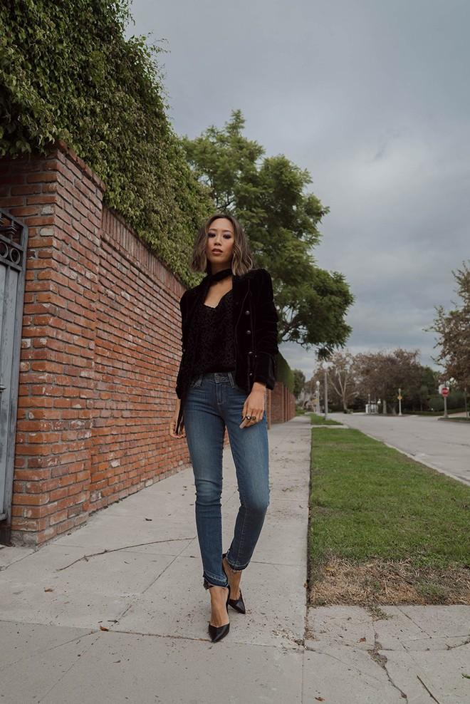Blazer và jeans chính là combo được các quý cô châu Á ưu ái nhất tuần qua - Ảnh 3.