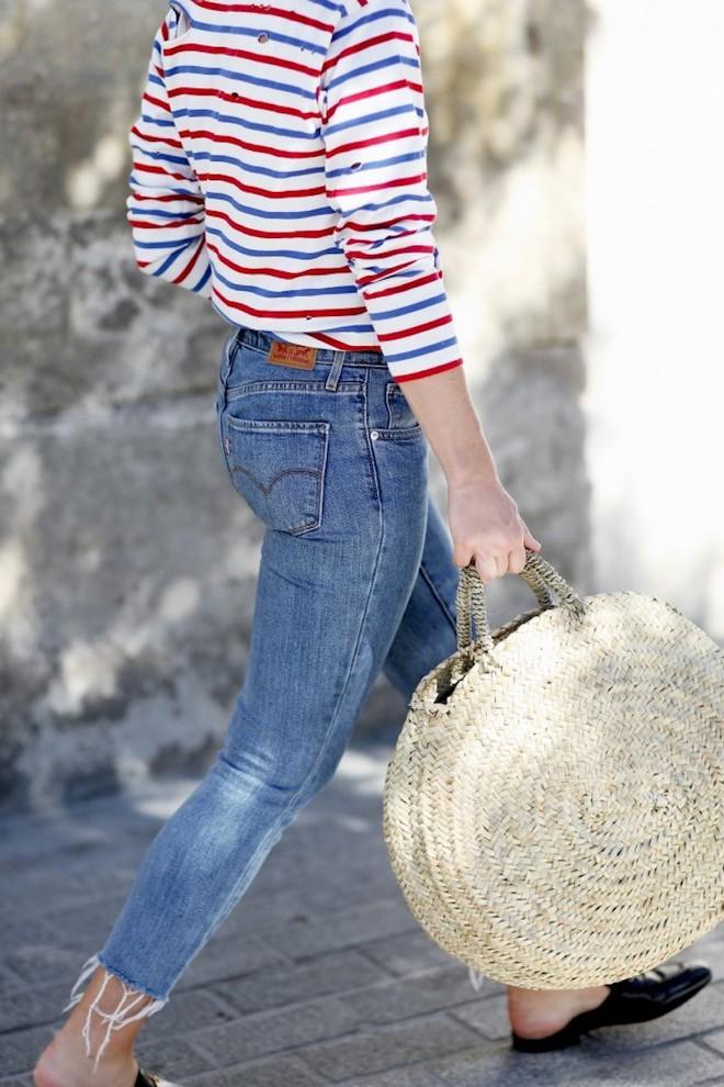 5 kiểu áo hè cứ diện cùng jeans/legging là chỉ có đẹp trở lên - Ảnh 17.