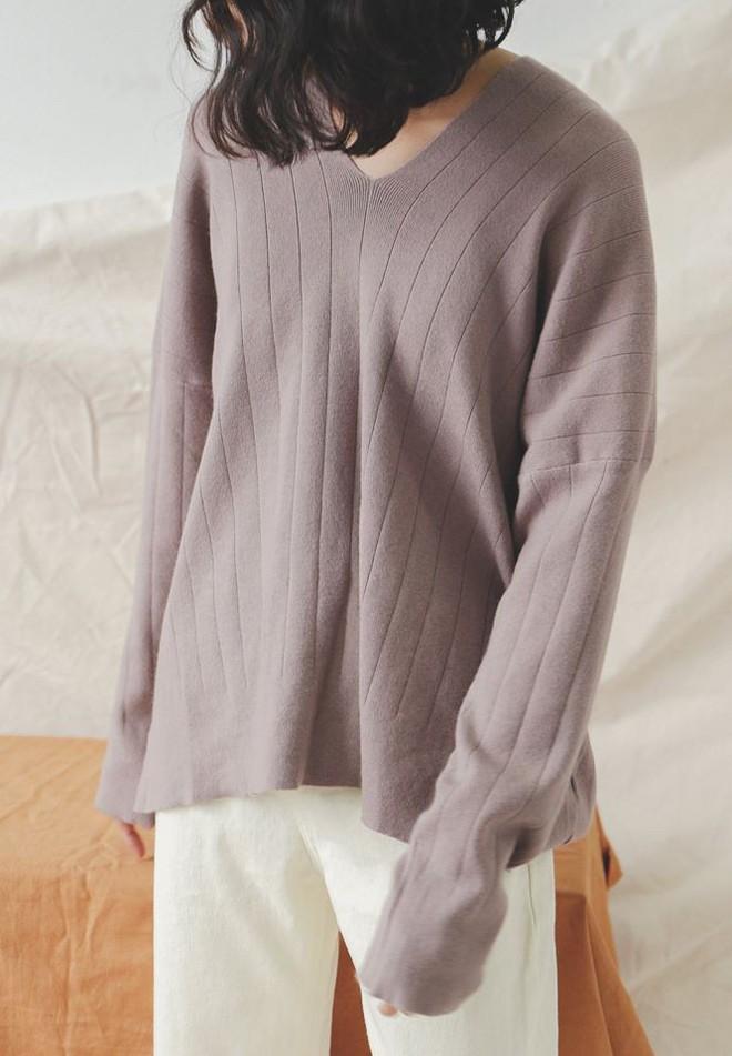 Để sắm áo len thật xinh diện trong mùa đông này, đừng bỏ qua 8 gợi ý dưới đây - Ảnh 25.