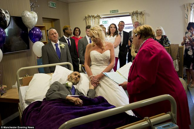 Người đàn ông đang hấp hối với ước mơ dang dở, những người lạ và nhân viên bệnh viện đã làm một chuyện không tưởng… 1