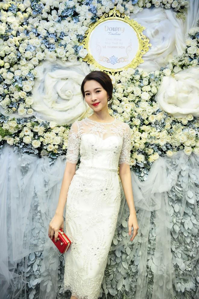 Đúng là chỉ có những thiết kế của Lê Thanh Hòa mới giúp Thu Thảo toả sáng - Ảnh 9.