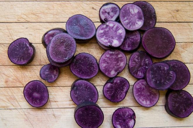 Những loại rau củ rực rỡ sắc màu khiến nhiều người không tin chúng có thật - Ảnh 4.