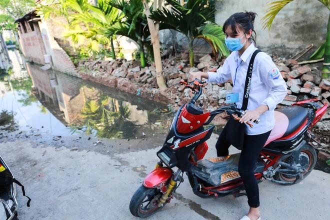 Con ngõ ngập đầy nước cống cho dù Hà Nội có nóng hơn 40 độ C - Ảnh 6.