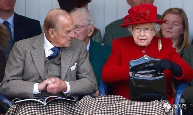 Phong cách chói chang là vậy, nhưng hóa ra Nữ hoàng Anh chỉ trung thành với những thương hiệu này - Ảnh 5.