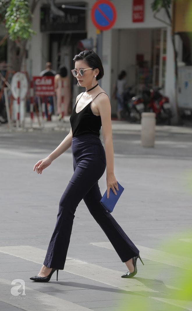 Street style cuối tuần: Miền Bắc cá tính, gợi cảm bao nhiêu thì miền Nam nhẹ nhàng nữ tính bấy nhiêu - Ảnh 15.