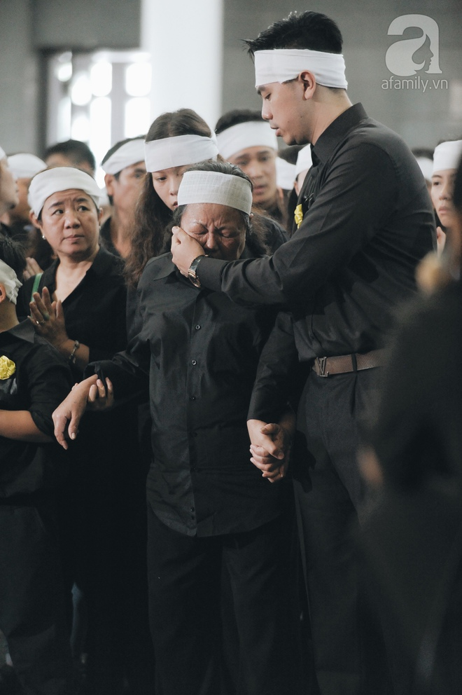Những hình ảnh xúc động trong lễ tang nhà giáo Văn Như Cương - Ảnh 4.