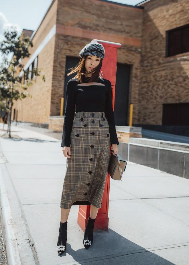 Muốn diện áo khoác kẻ thật đẹp, ắt hẳn bạn phải nghía qua street style Châu Á tuần này rồi - Ảnh 10.