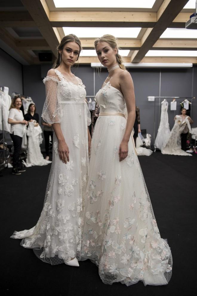 Xu hướng váy cưới Xuân/Hè 2018: Tinh xảo, yêu kiều trong từng chi tiết thêu ren, đính kết - Ảnh 26.