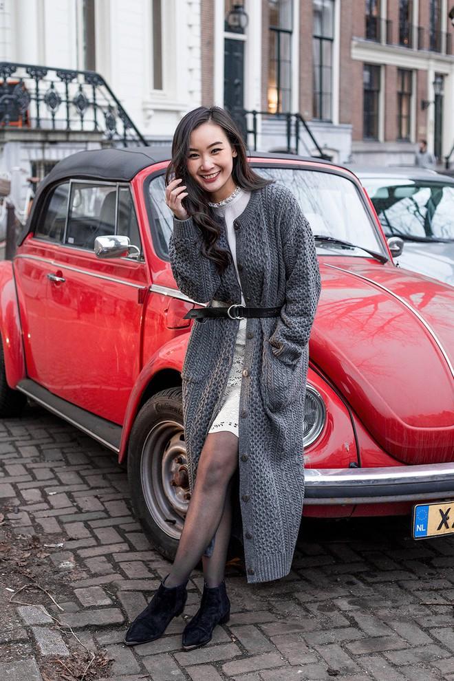 Các quý cô Châu Á đúng là chẳng ai kém ai về khoản kết hợp đồ mùa đông - Ảnh 7.
