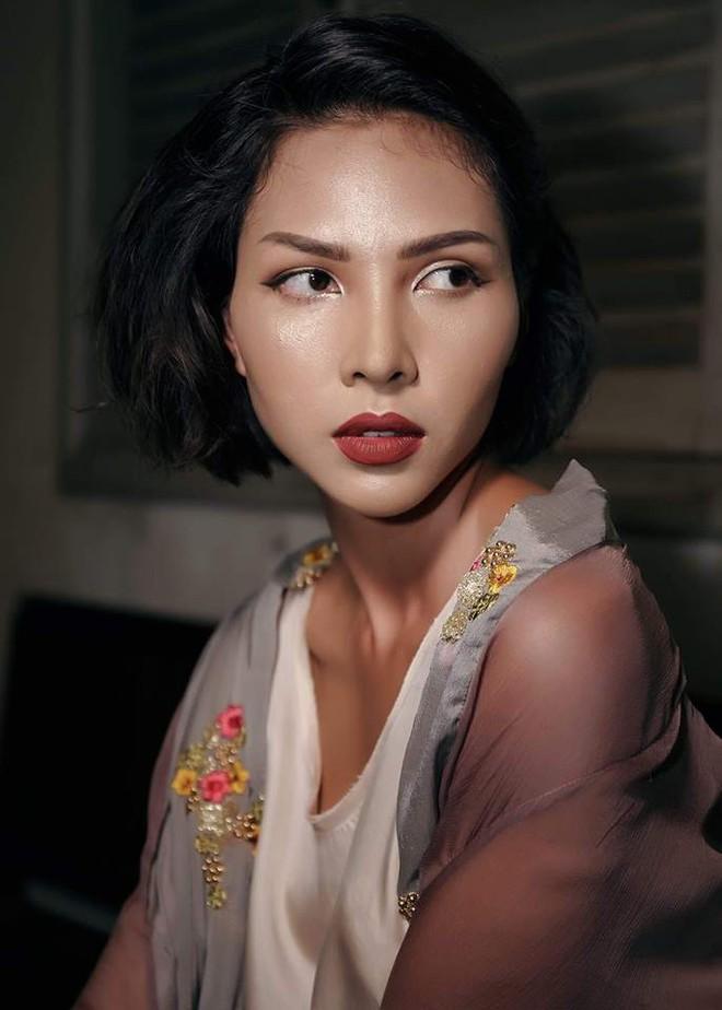 Cả showbiz Việt bây giờ toàn chạy theo phong cách trang điểm mắt đậm môi tều giống Kylie Jenner - Ảnh 22.