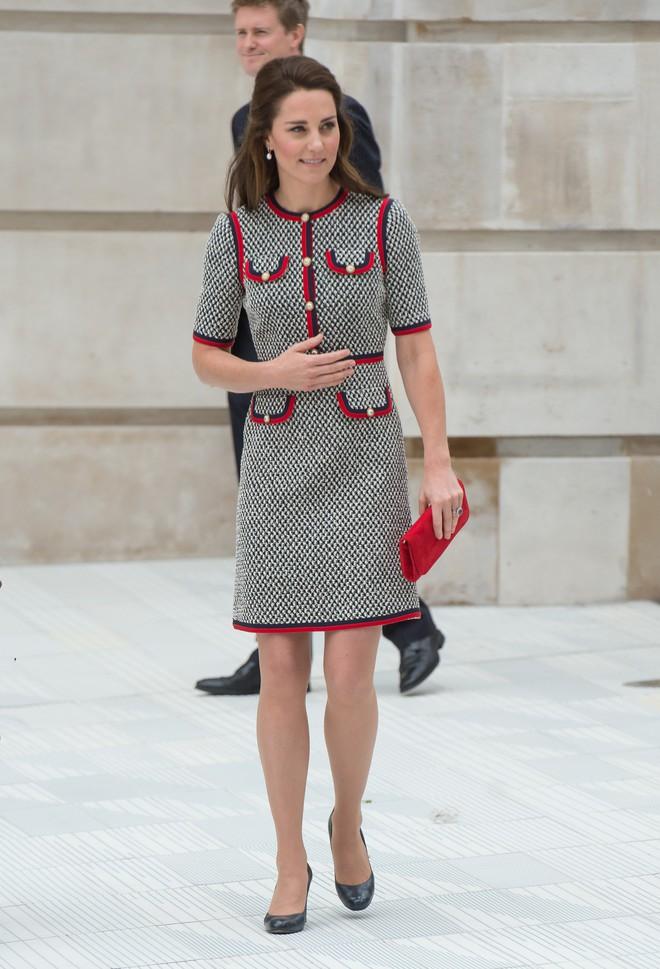 Tổng kết năm 2017, Công nương Kate đã chi khoảng 3.5 tỷ đồng mua sắm quần áo - Ảnh 21.