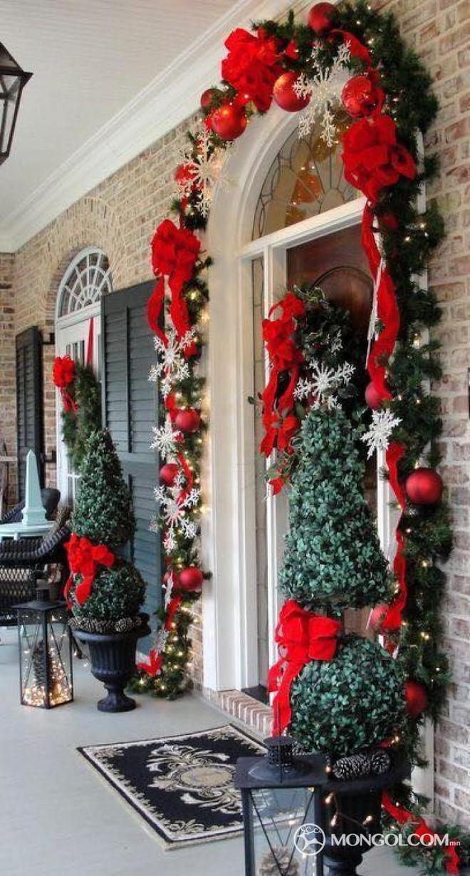 Những ý tưởng trang trí mặt tiền cho ngôi nhà đón Noel - Ảnh 9.