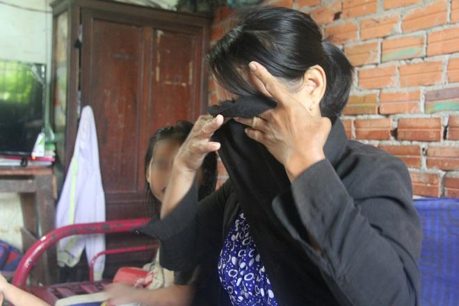 TP.HCM: Mẹ đi mua ve chai bảo con về trước, 2 bé gái sinh đôi 6 tuổi bị hàng xóm dâm ô - Ảnh 8.