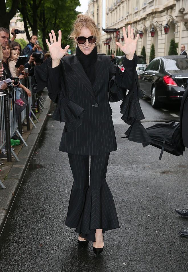 Cận kề tuổi 50 Diva Céline Dion mới lột xác phong cách khiến giới mộ điệu toàn cầu kiêng nể - Ảnh 17.
