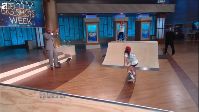 Ai cũng thót tim khi xem cô bé 8 tuổi cùng em trai trượt ván đầy mạo hiểm - Ảnh 2.