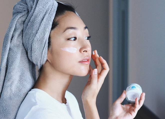 3 bước chăm sóc da cần thay đổi để da không bị bong tróc khi sang thu - Ảnh 6.