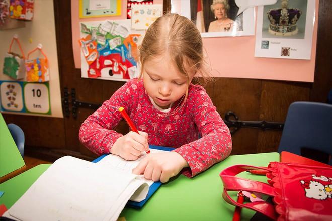 Ngôi trường mầm non danh tiếng phải đăng kí từ lúc mới chào đời, nơi công chúa Charlotte sẽ theo học - Ảnh 10.