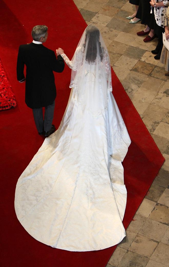 Mãn nhãn với những thiết kế váy cưới nổi tiếng nhất mọi thời đại - Ảnh 10.