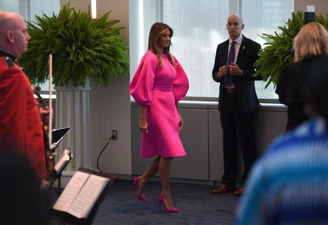 Loạt trang phục gây chú ý của bà Melania Trump: Bộ được khen nức nở, bộ lại bị chê không thương tiếc  - Ảnh 12.