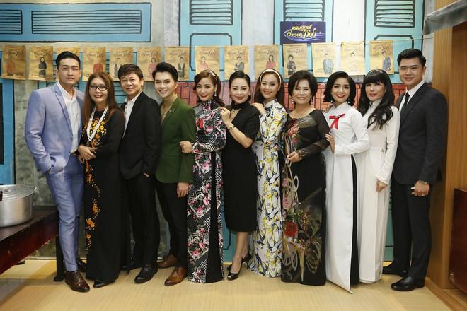 Phương Trinh Jolie gợi cảm khoe vai trần, Nam Cường trốn vợ đi thi hát  - Ảnh 8.