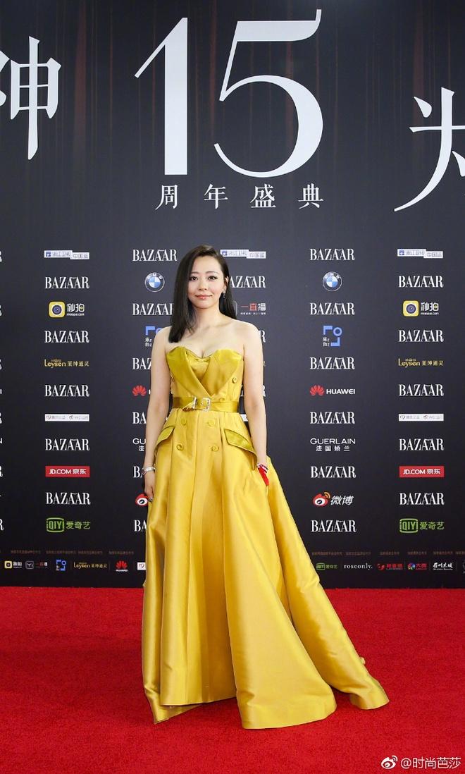 Vợ chồng Lâm Tâm Như - Hoắc Kiến Hoa ôm nhau tình tứ, Dương Mịch đọ sắc cùng Triệu Lệ Dĩnh trên thảm đỏ - Ảnh 9.