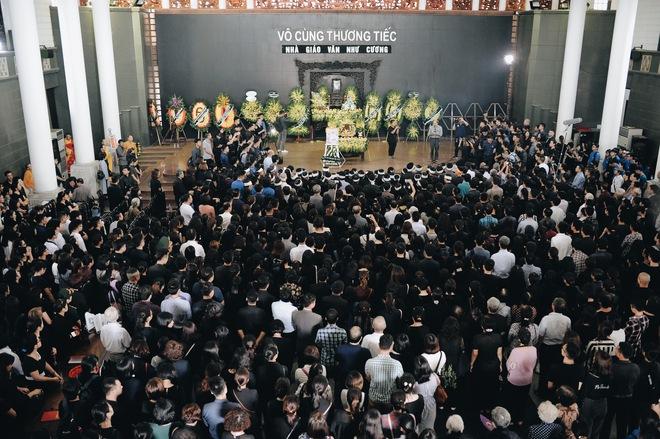 Tang lễ thầy Văn Như Cương: Học sinh trường Lương Thế Vinh hát khi linh cữu đi qua - Ảnh 19.