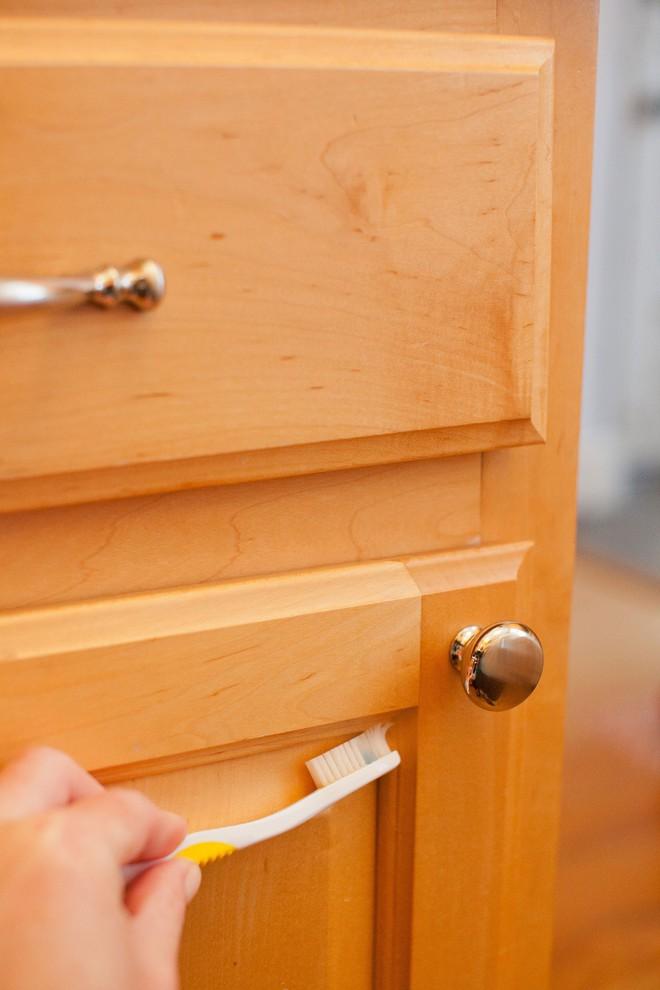 Tôi đã khám phá ra cách làm sạch tủ bếp bằng gỗ chỉ trong tích tắc với 5 bước đơn giản - Ảnh 4.