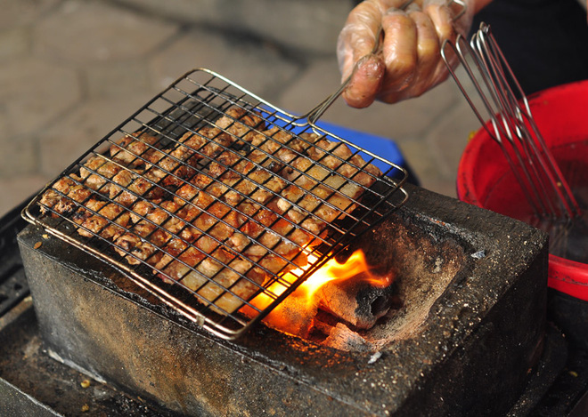 CNN lên list 10 món ăn đường phố siêu phổ biến lại ngon nức tiếng của Việt Nam - Ảnh 4.
