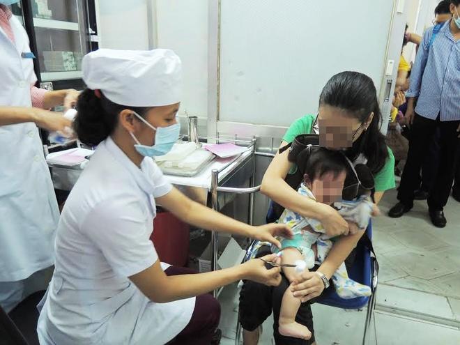 """Trưởng khoa Nhiễm – Thần kinh bệnh viện Nhi Đồng 1: """"Anti vaccine là cực kì nguy hiểm với sinh mạng của trẻ"""" - Ảnh 1."""