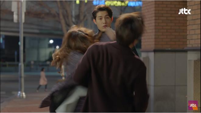 Vừa ly dị chồng, Kim Hee Sun đã vội cặp kè chàng luật sư đẹp trai - Ảnh 5.