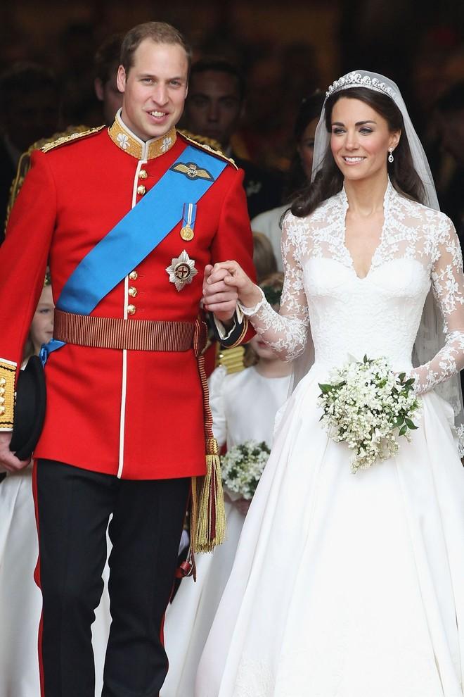 10 điều bí mật làm nên sức hút vượt trời gian của mẫu váy cưới mà Công nương Kate mặc  - Ảnh 9.