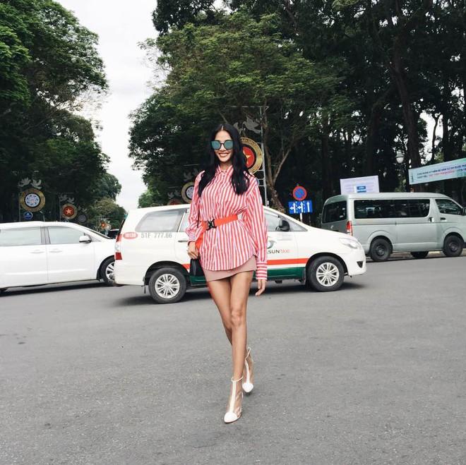 Street style sao Việt: Hoa hậu Thu Thảo diện dép tông giản dị để lộ vóc dáng gầy nhẳng sau khi cưới - Ảnh 8.