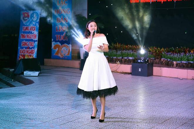 Văn Mai Hương lần đầu xuất hiện sau khi gây ồn ào với chuyện chia tay bạn trai - Ảnh 2.