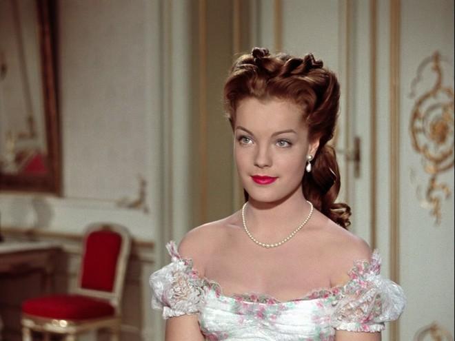 Nữ hoàng xinh đẹp nhất thế giới và chuyện làm đẹp ly kỳ: đắp mặt bằng thịt tươi, gội đầu bằng rượu, đi bộ 10 tiếng mỗi ngày - Ảnh 7.