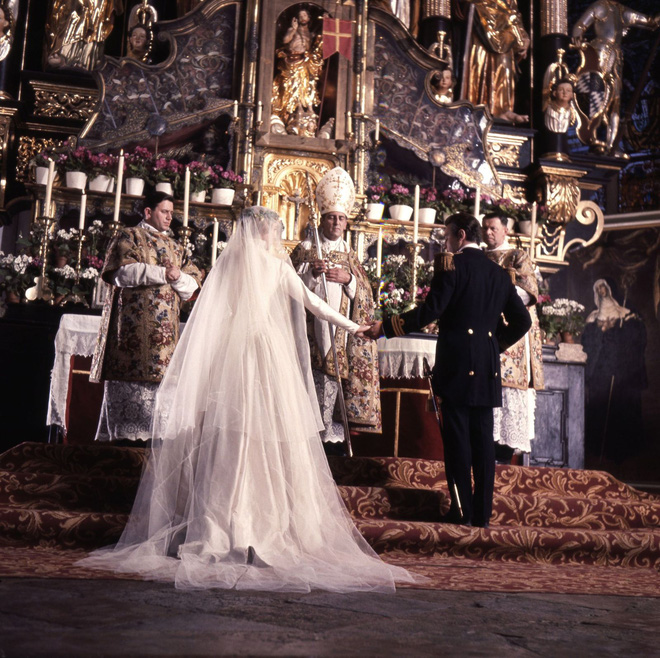 Mãn nhãn với những thiết kế váy cưới nổi tiếng nhất mọi thời đại - Ảnh 12.