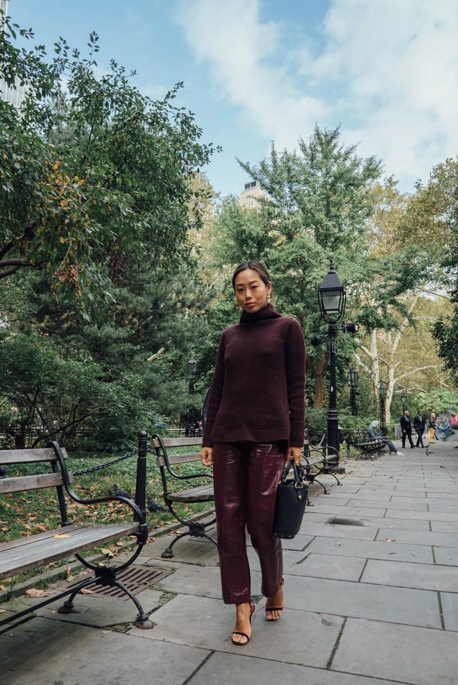 Muốn diện áo khoác kẻ thật đẹp, ắt hẳn bạn phải nghía qua street style Châu Á tuần này rồi - Ảnh 3.