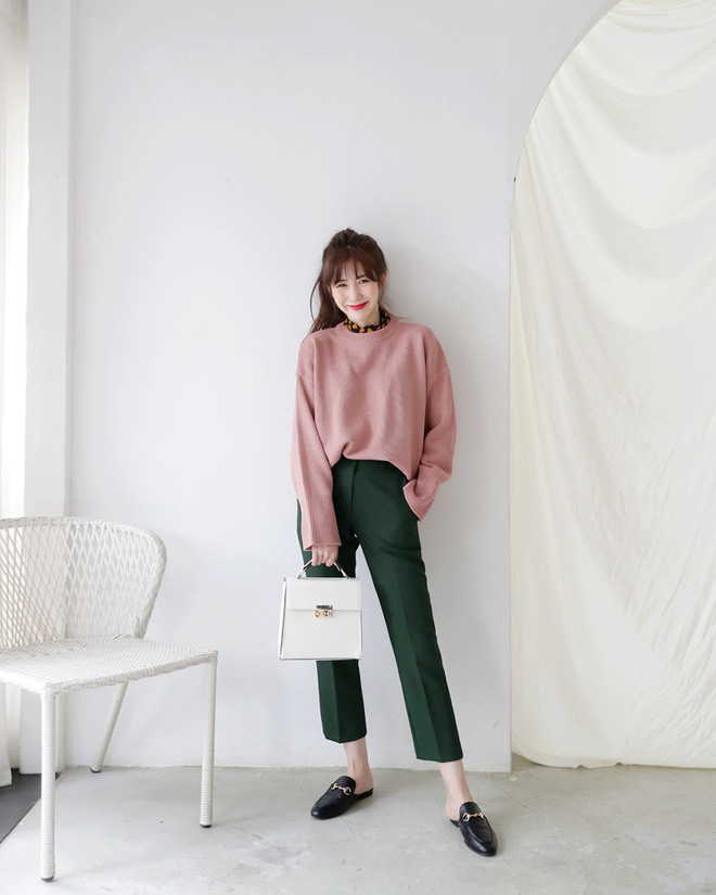 Áo len dáng rộng đang là mốt, và đây là những cách kết hợp vừa ấm vừa chất mà bạn có thể tham khảo - Ảnh 16.