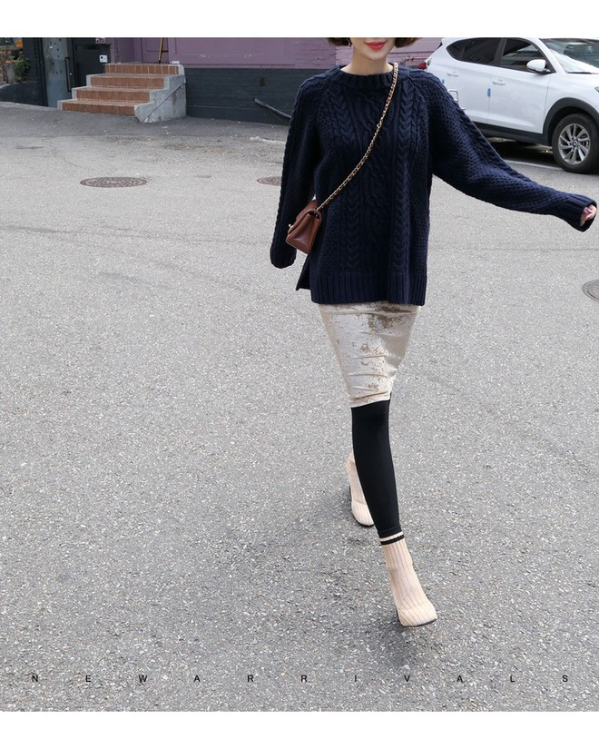 Áo len dáng rộng đang là mốt, và đây là những cách kết hợp vừa ấm vừa chất mà bạn có thể tham khảo - Ảnh 15.