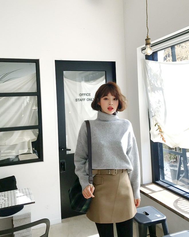 Áo len dáng rộng đang là mốt, và đây là những cách kết hợp vừa ấm vừa chất mà bạn có thể tham khảo - Ảnh 5.