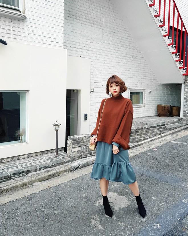 Áo len dáng rộng đang là mốt, và đây là những cách kết hợp vừa ấm vừa chất mà bạn có thể tham khảo - Ảnh 14.