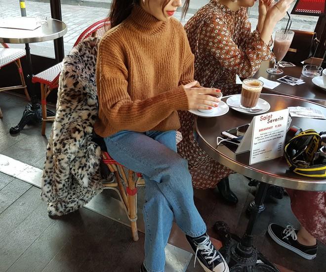 Xem đi xem lại thì áo len gân sọc vẫn dễ chọn nhất, vừa gọn gàng ôm dáng vừa giữ ấm cực đỉnh - Ảnh 8.