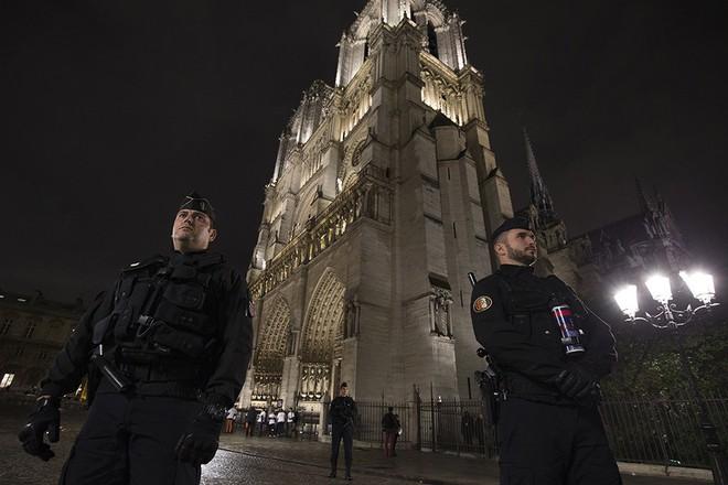 Thế giới rực rỡ chào đón năm mới 2018, châu Âu siết chặt an ninh tại những điểm nóng - Ảnh 34.