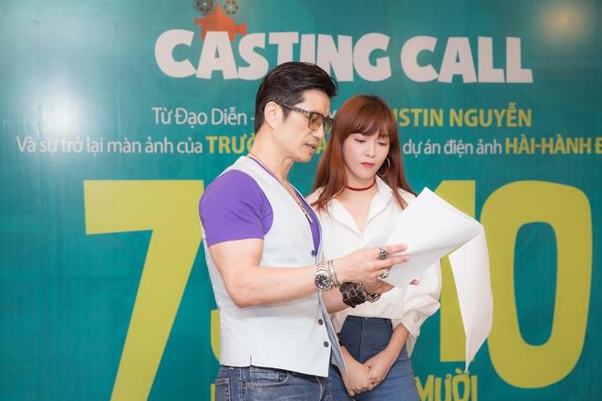 Dustin Nguyễn ngồi bệt đất xem Trường Giang làm khó người đẹp - Ảnh 4.