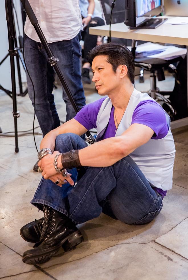 Dustin Nguyễn ngồi bệt đất xem Trường Giang làm khó người đẹp - Ảnh 3.