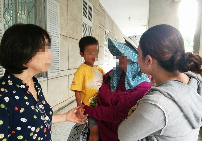 Vụ hai đứa trẻ bị bỏ rơi ở Thủ Đức: Sau 3 ngày day dứt, người mẹ đã đến nhận lại con - Ảnh 2.