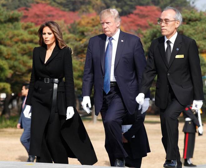 Phu nhân Melania Trump chịu chi hơn 1 tỷ cho váy áo trong chuyến công du 3 nước châu Á - Ảnh 22.