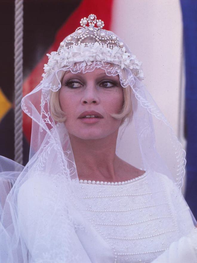 Mãn nhãn với những thiết kế váy cưới nổi tiếng nhất mọi thời đại - Ảnh 23.